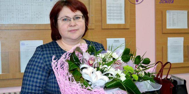 Flori pentru Nicoleta ZAHARCO, directorul LT M.Sadoveanu din or.Ocnița!