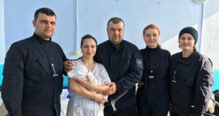 Un poliţist din Otaci a primit naşterea soţiei