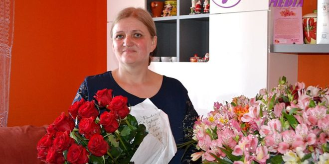 Flori pentru Ludmila SEREBRIAN din Hincăuți, raionul Edineț!